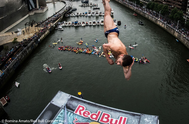 Red-Bull-cliff-diving-Bilbao